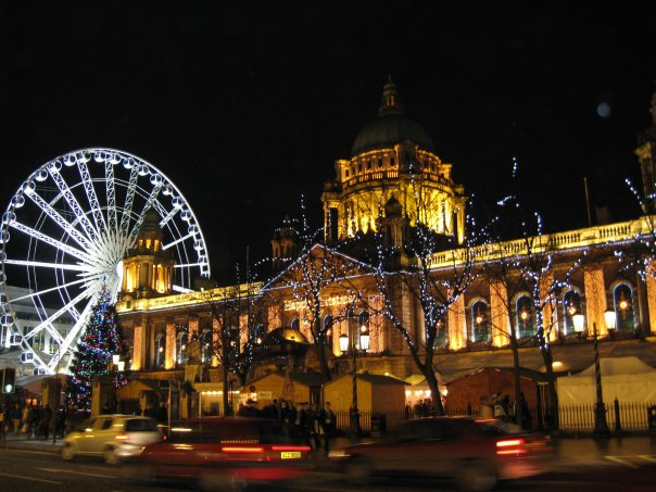 Night view of the giant wheel and Town Hall in Belfast.